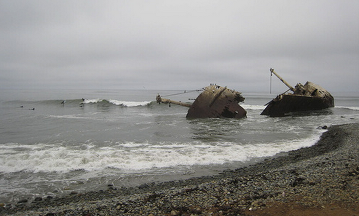 Ship Wrecks Surfing